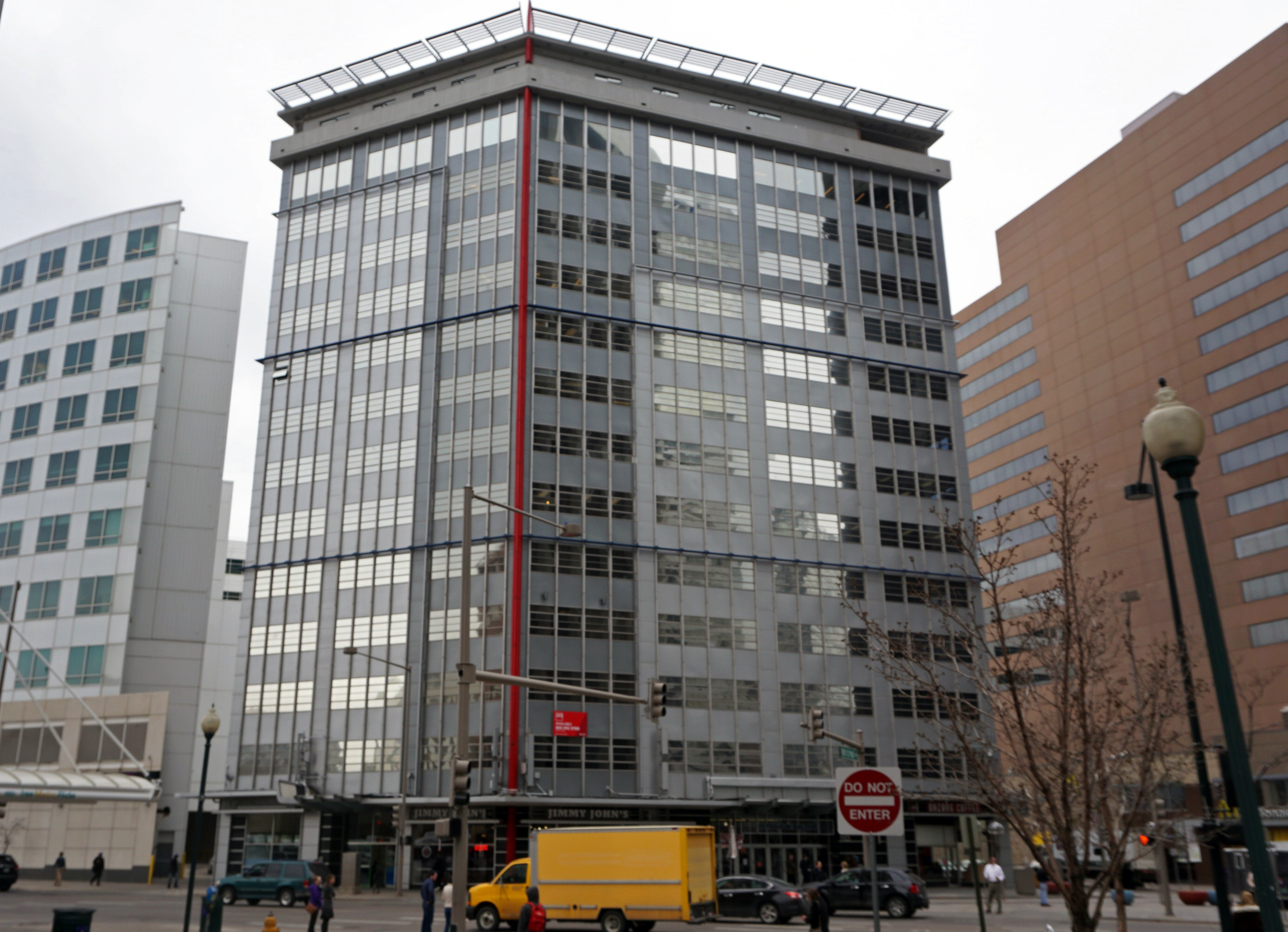 Downtown co working concept spreads out businessden for 13th floor in buildings